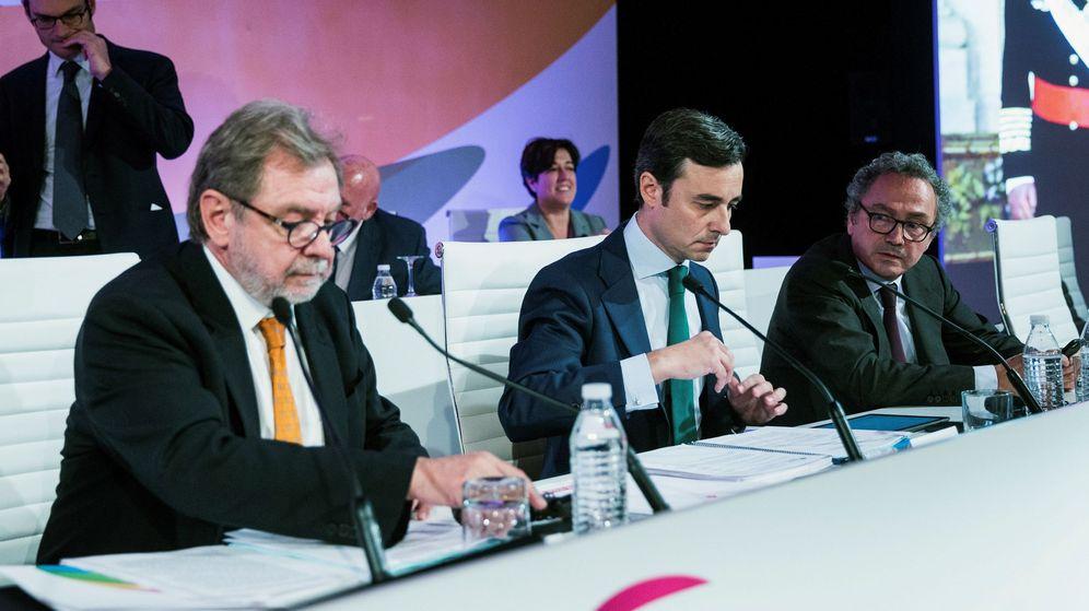 Foto: El presidente de Prisa, Juan Luis Cebrián (i), Xavier Pujol (c), secretario general del Grupo PRISA, y Manuel Polanco. (EFE)