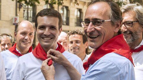 Casado pide que se prohíban los homenajes a etarras mientras es increpado en Vitoria