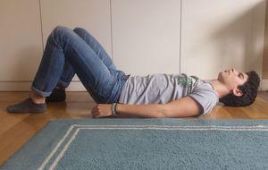 8 ejercicios para curar el dolor de espalda, según la clínica Mayo