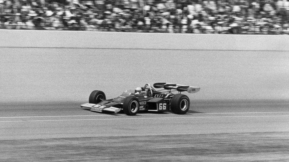 Foto: Mark Donohue con el McLaren número 66 en las 500 Millas de Indianápolis de 1972. (Foto: McLaren)