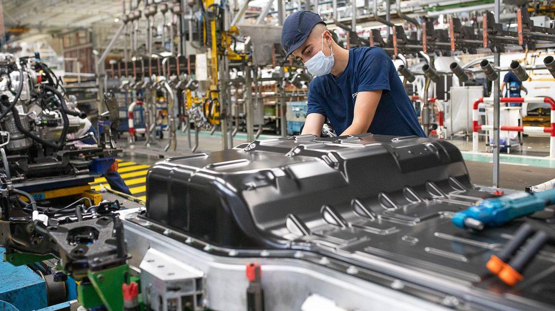 La planta viguesa ha recibido unas inversiones de 33 millones de euros, y se han superado las 10.000 horas de formación específica a sus empleados.