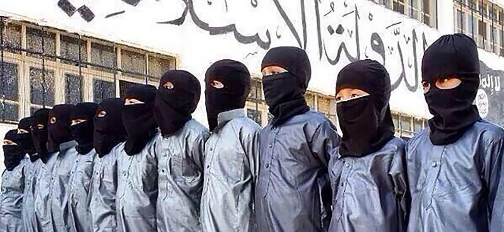Foto: Niños uzbekos reclutados por el Estado Islámico en una imagen distribuida por ISIS News Media, Siria, 2014.