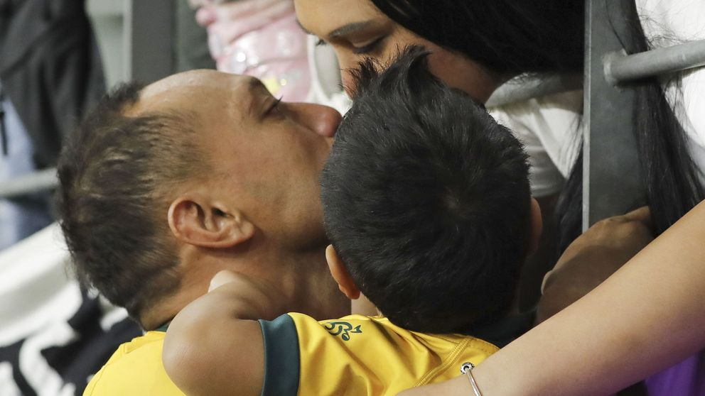 Cuando una estrella del rugby se derrumba abrazando a su hijo: la historia feliz tras una leucemia