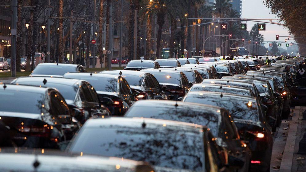 Foto: Imagen de una concentración de VTC en enero antes de la aprobación del 'decretazo'. (EFE)