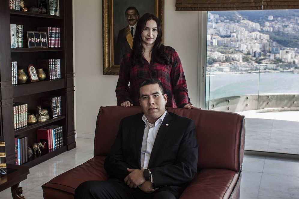 Foto: Marrun Rahme y su esposo Jeber Barreto en su vivienda de lujo frente a la playa. (E. Bonet)