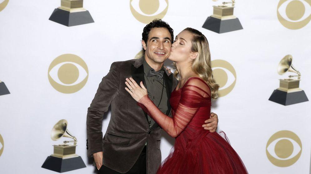 Foto: Zac Posen y Miley Cyrus. (EFE)