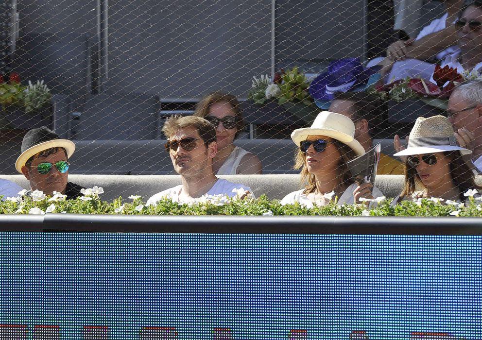 Foto: Alejandro Sanz, Iker Casillas, Raquel Perera y Sara Carbonero en el Open de tenis de 2014 (Gtres)