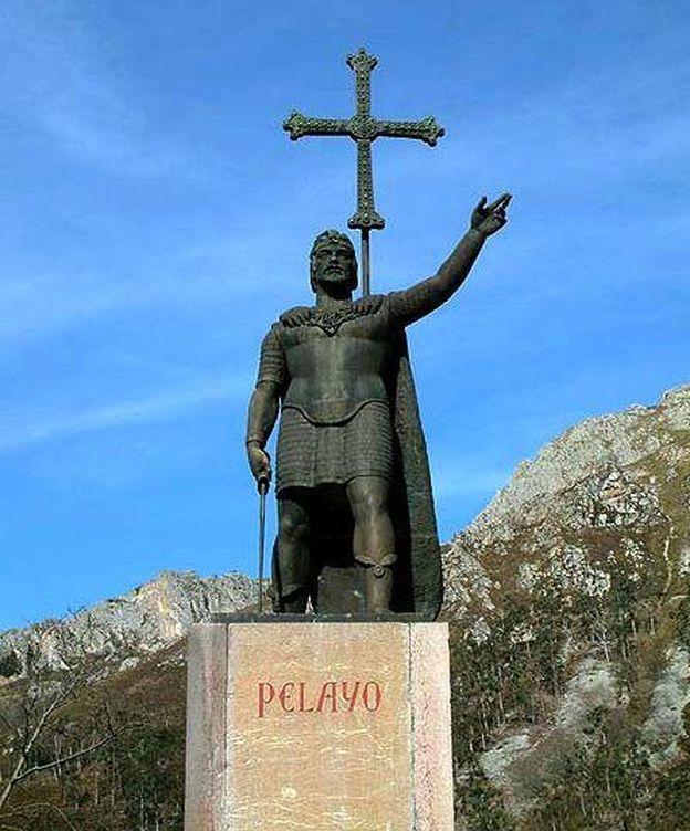 Foto: Estatua dedicada a don Pelayo en Covadonga. (CC/Tony Rotondas)