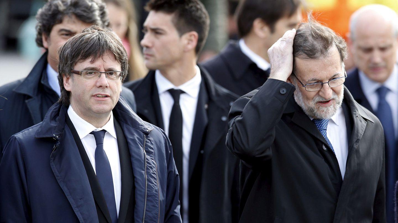 Mariano Rajoy y Carles Puigdemont. (EFE)