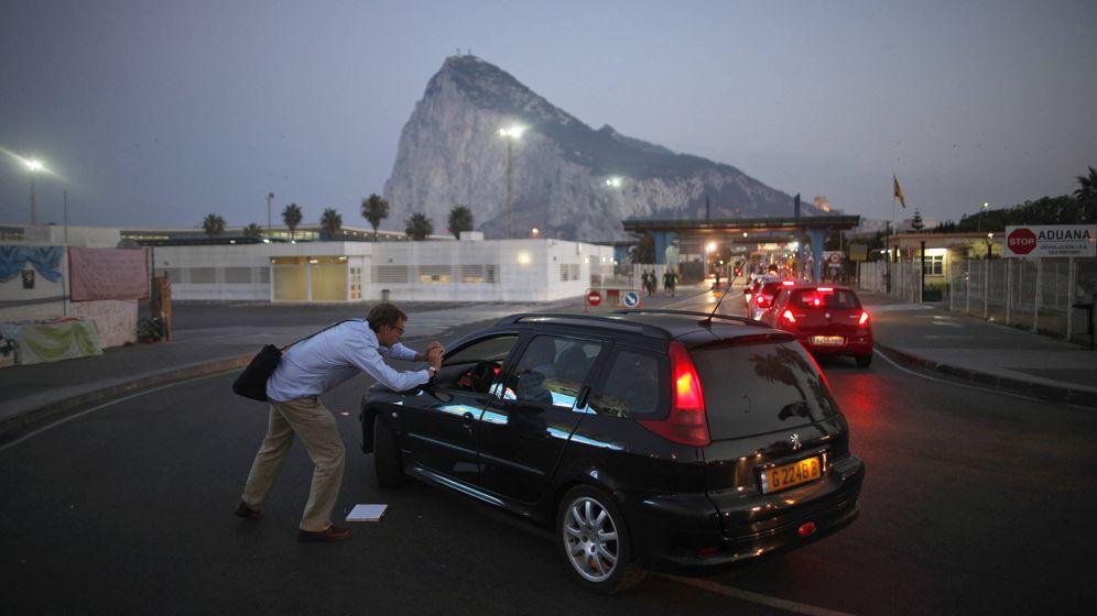 Foto: Fila de entrada en Gibraltar. (EFE)