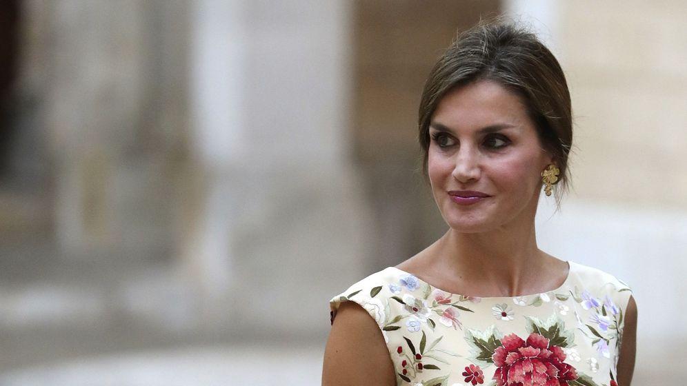 La Reina Letizia y el vestido de Armani que la puso en apuros