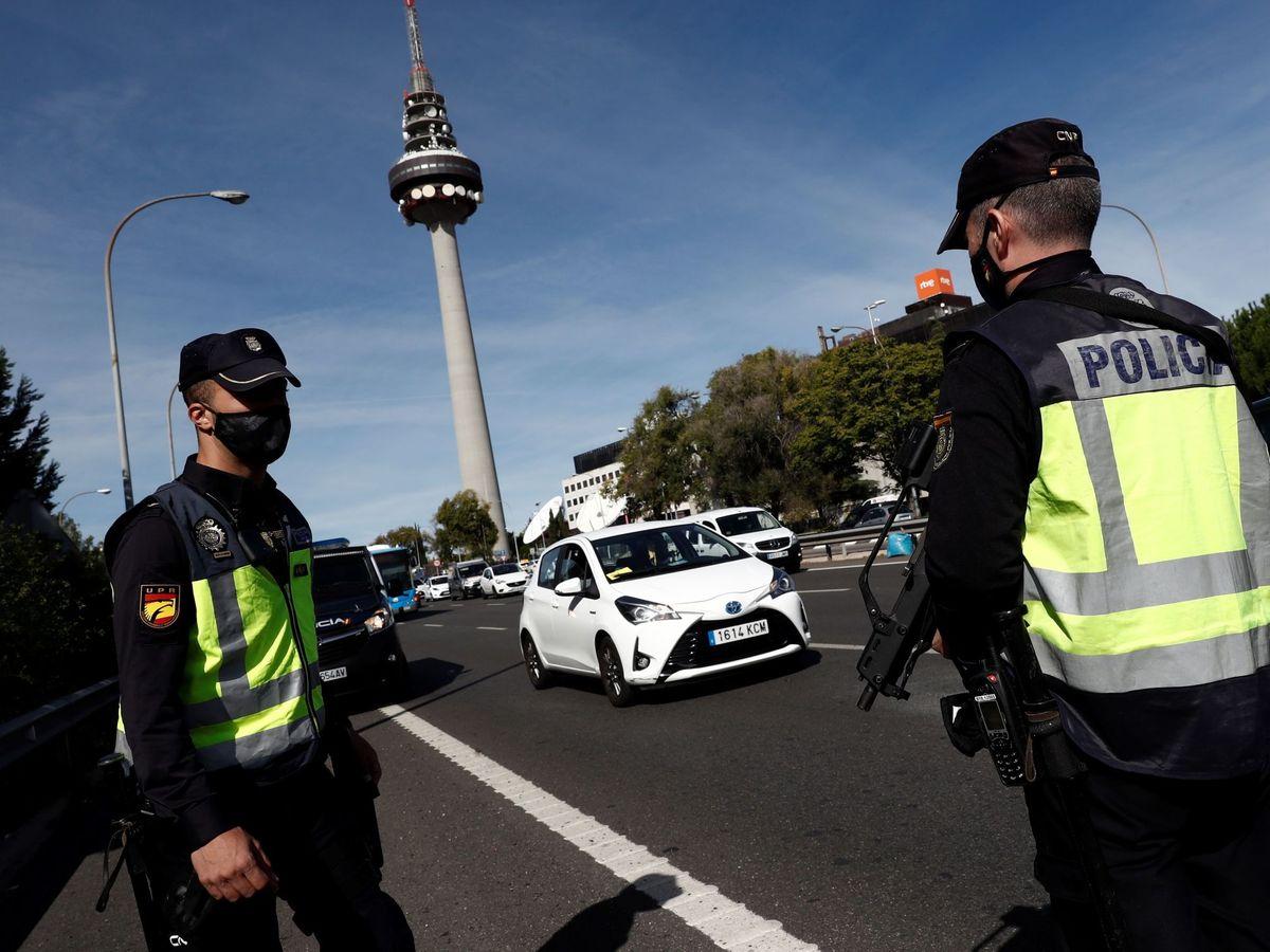 Foto: Control policial en Madrid (EFE)