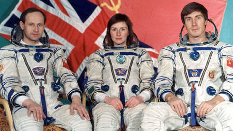 Los astronautas Anatoly Artsebarsky, Helen Sharman y Sergei Krikalev en 1991.