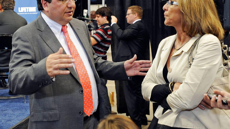 Los padres de Ricky Rubio, Tona Vives  y Esteve Rubio, en Minneapolis en 2011. (EFE)
