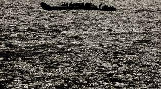 Qué hay detrás de la foto viral de los cadáveres en el Mediterráneo