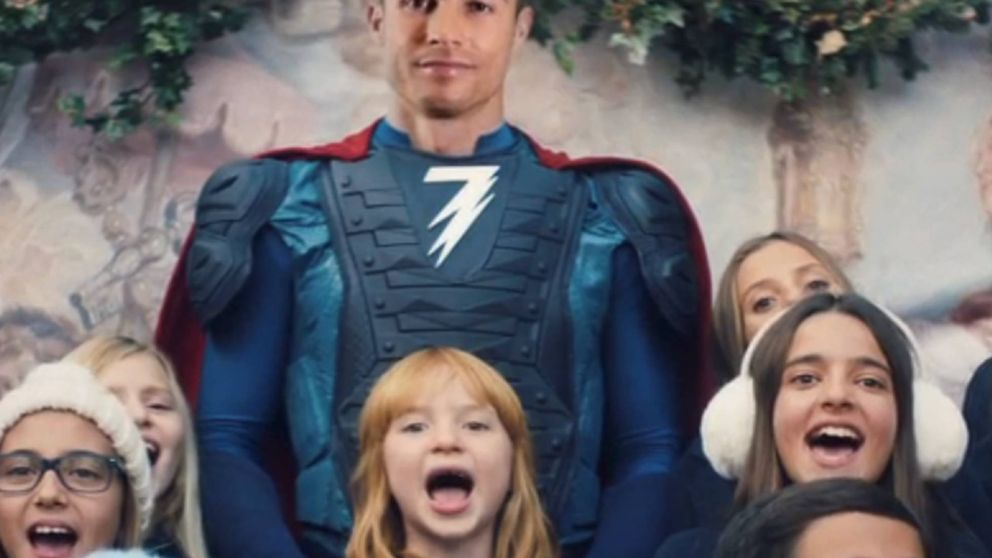 Cristiano Ronaldo se disfraza de Thor para anunciar la llegada de la Navidad