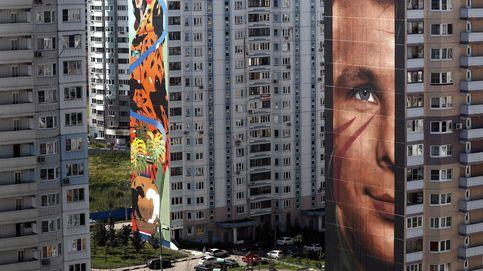 Un Yuri Gagarin de 60m. (y otros 'graffitis') para despertar una barrio gris de Rusia