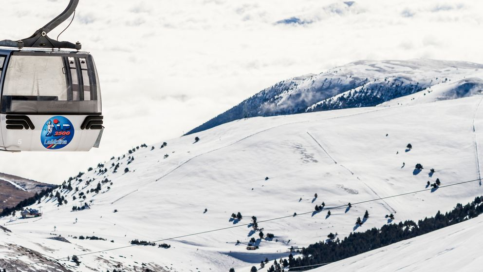 El coche ya no es excusa para subir a esquiar: el Skibus te sube a pistas
