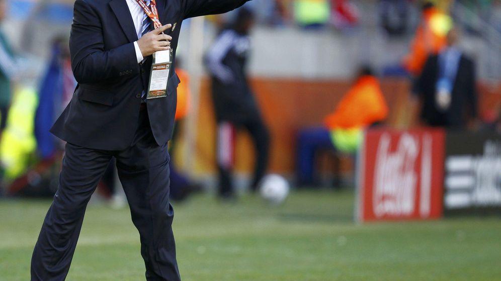 Foto: Radomir Antic en acción durante el Mundial de Sudáfrica con Serbia. (Reuters)