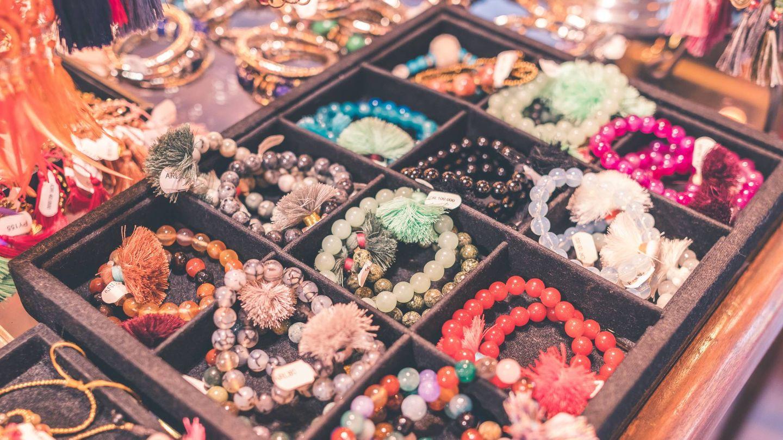 A cada joya, un lugar, y más si es con la ayuda de estos joyeros. (Unsplash)