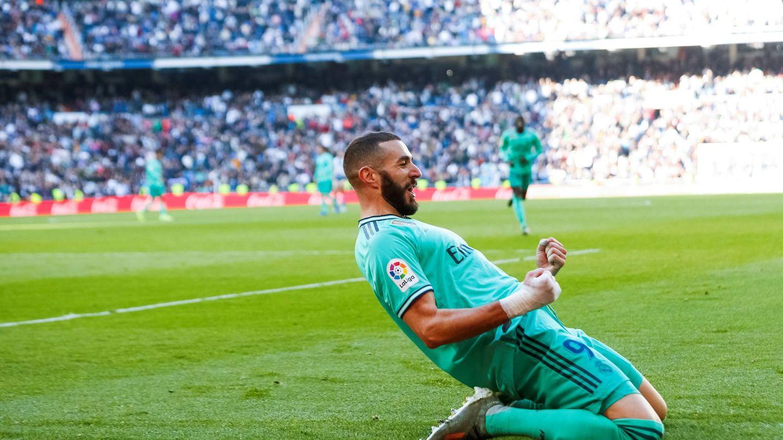 Benzema celebra el segundo gol del Real Madrid al Espanyol en el Bernabéu. (EFE)