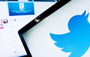 Google, obligada a comprar Twitter