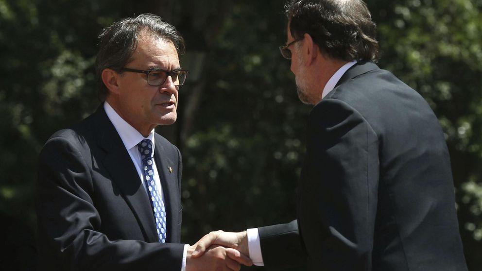 Rajoy tiene tres motivos para mimar a Cataluña; al menos durante unos meses