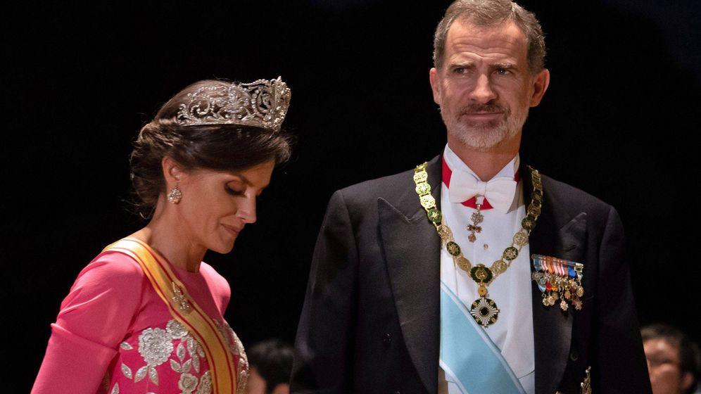 Foto: La reina Letizia y su tiara, en la entronización de Naruhito. (EFE)