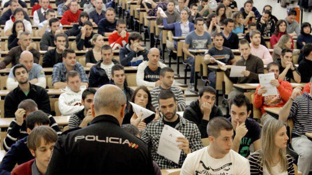 Foto:  Opositores durante un examen de acceso. (EFE)