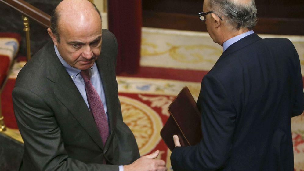 Foto: El ministro de Hacienda, Cristóbal Montoro, y el ministro de Economía y Competitividad, Luis de Guindos. (EFE)