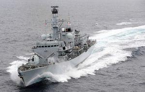 Londres comunicó a España el envío de su flota en pleno diálogo
