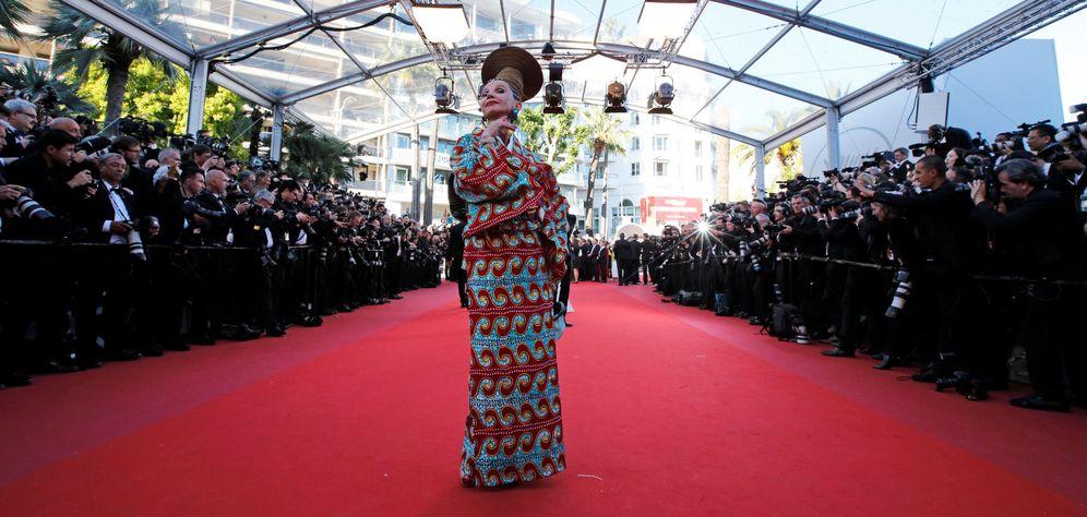 Foto: Victoria Abril poco antes de enterarse de que la alfombra roja de Cannes 2017 no era una fiesta de disfraces. (Foto: Reuters)