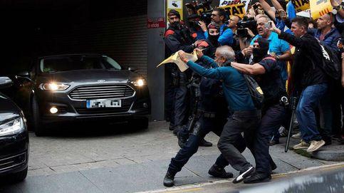 Sánchez deja plantado a Torra: visita a los agentes heridos y vuelve a Madrid