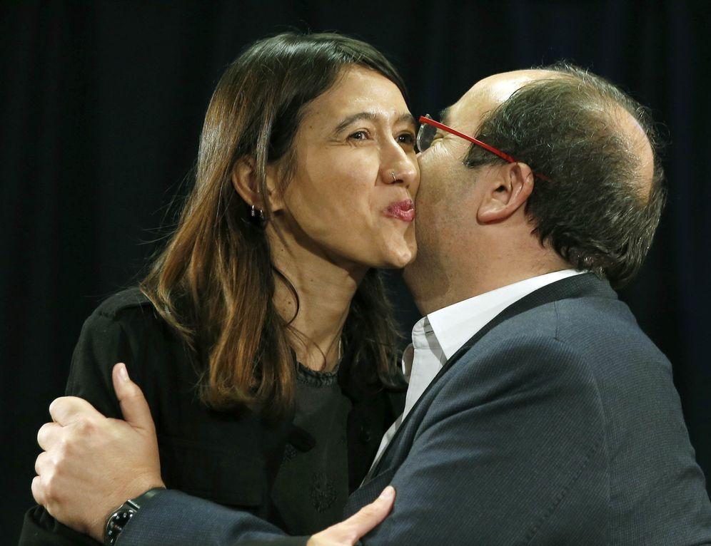 Foto: Núria Parlon y Miquel Iceta, momentos antes del debate que ambos protagonizaron el pasado 3 de octubre para las primarias del PSC de este sábado. (EFE)