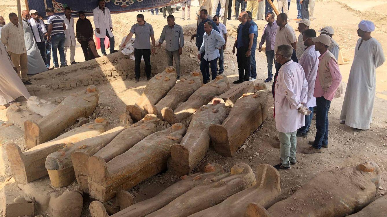 Egipto encuentra veinte antiguos sarcófagos de madera en las cercanías de Luxor