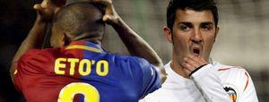 Eto'o se aleja del Barça y Villa se acerca