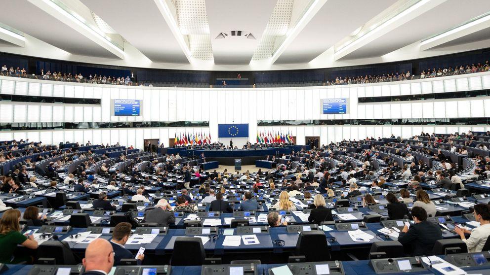 El PSOE y Vox se enzarzan en el Parlamento Europeo por la exhumación de Franco