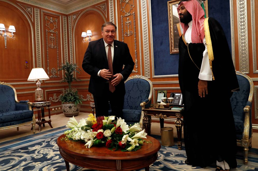 Foto: El secretario de Estado de EEUU, Mike Pompeo, durante su reunión con Mohamed bin Salman en Riad, el 16 de octubre de 2018. (Reuters)