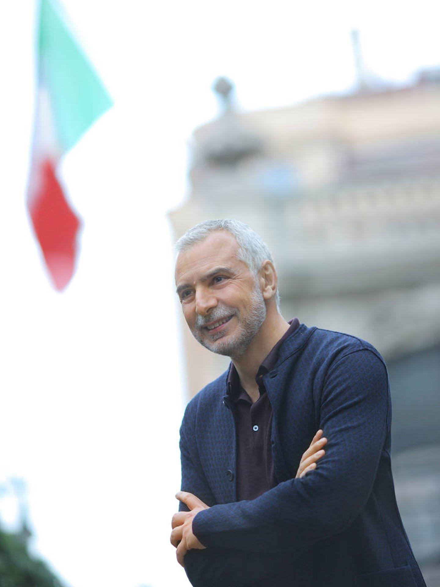 Sannino, frente a la embajada italiana en Madrid. (DR)