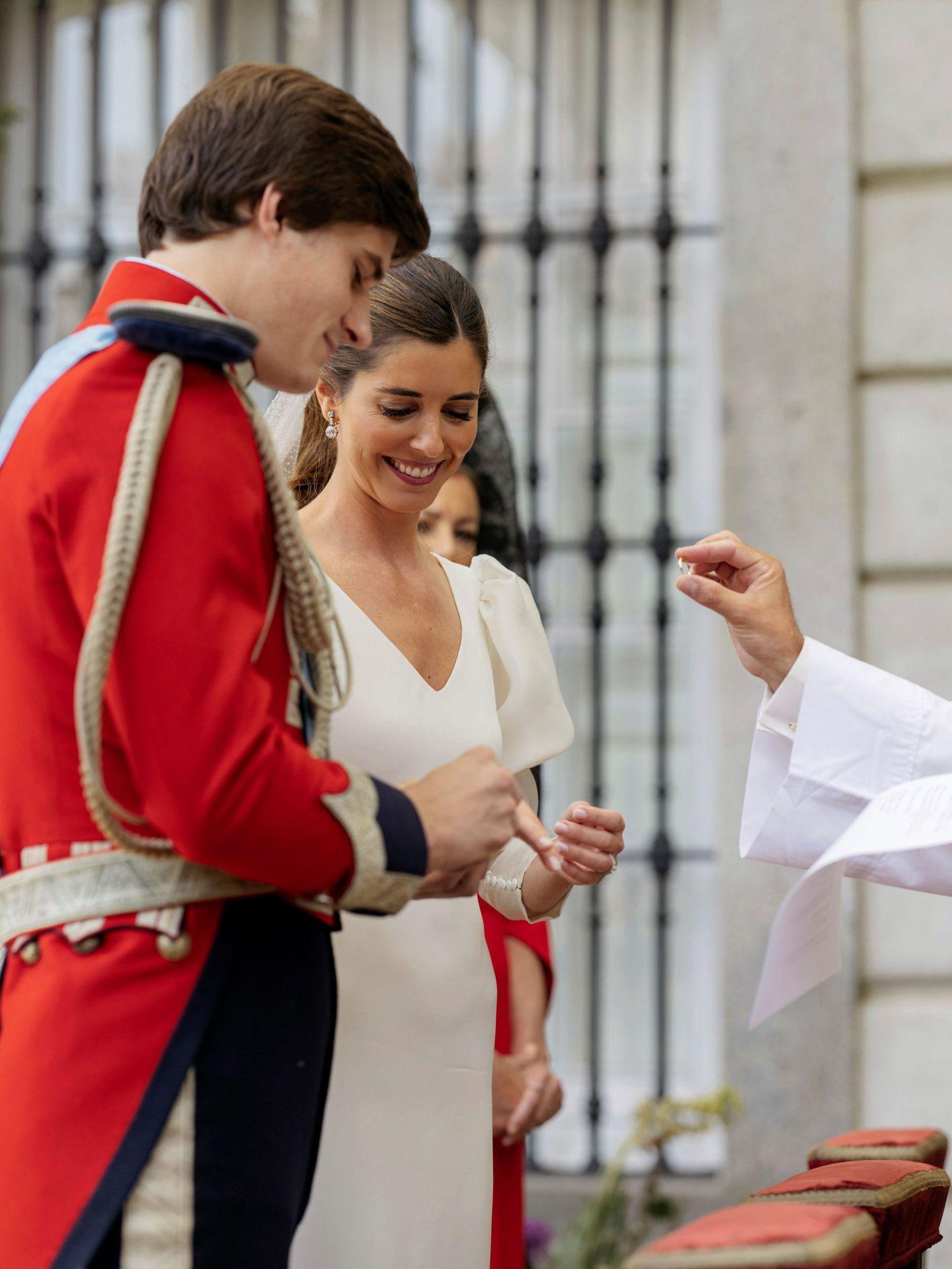 Carlos y Belén, durante su boda. (EFE)