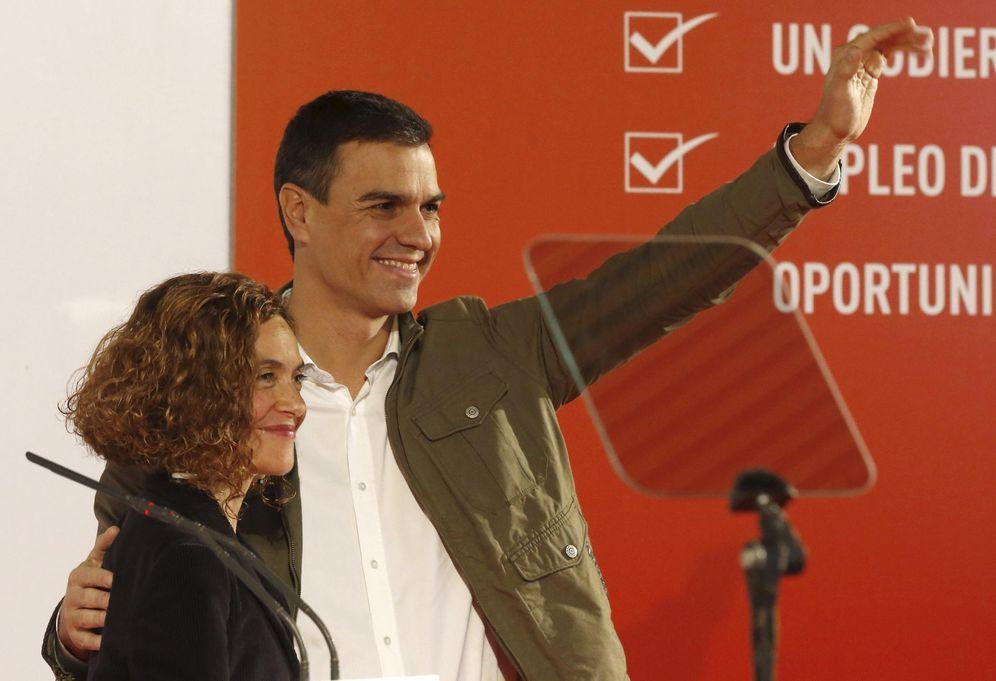 Foto: Pedro Sánchez con la número dos de la lista por Madrid y coordinadora del programa, Meritxell Batet, este 21 de noviembre. (EFE)