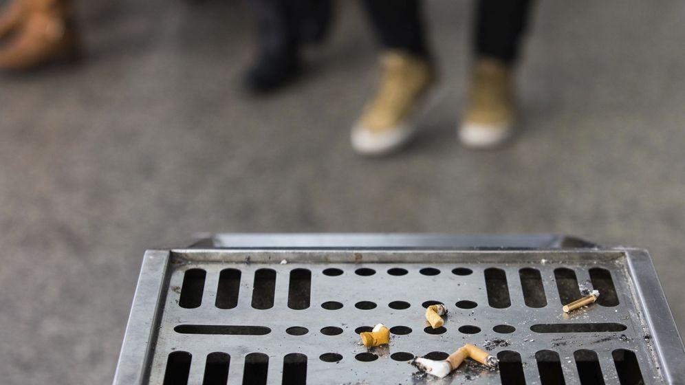 Foto: Tirar una colilla al suelo estará penado con más de 300 euros de multa (EFE/Xu Kangping)