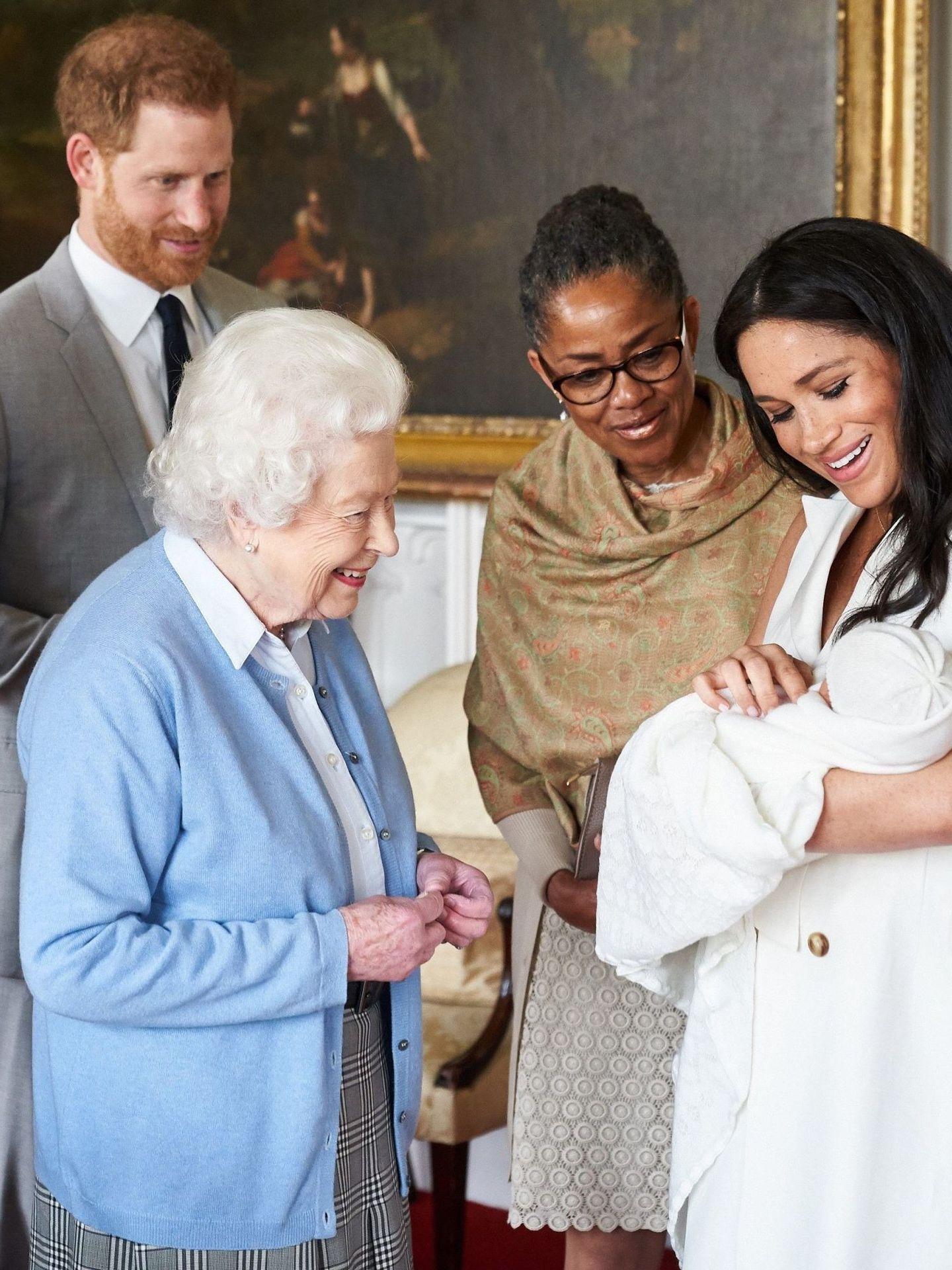 El día que la reina conoció a Archie. (EFE)