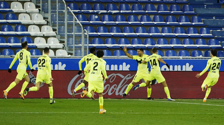 Luis Suárez celebra su tanto decisivo frente al Deportivo Alavés. (Reuters)