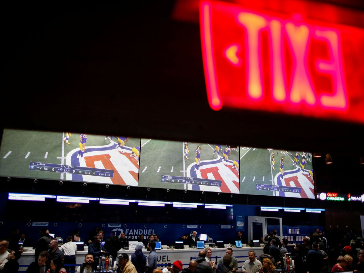 Foto: People watch the game after making their bets at the fanduel sportsbook during the super bowl liii in east rutherford, new jersey
