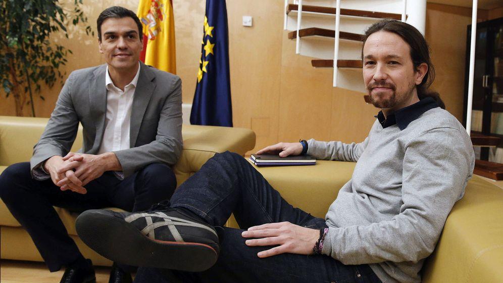 Foto: El líder del PSOE, Pedro Sánchez, durante la reunión con Pablo Iglesias en el marco de la ronda de contactos para su investidura. (EFE)