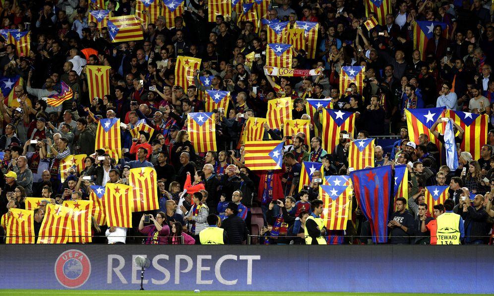 Foto: Imagen de esteladas en el Camp Nou. (EFE)