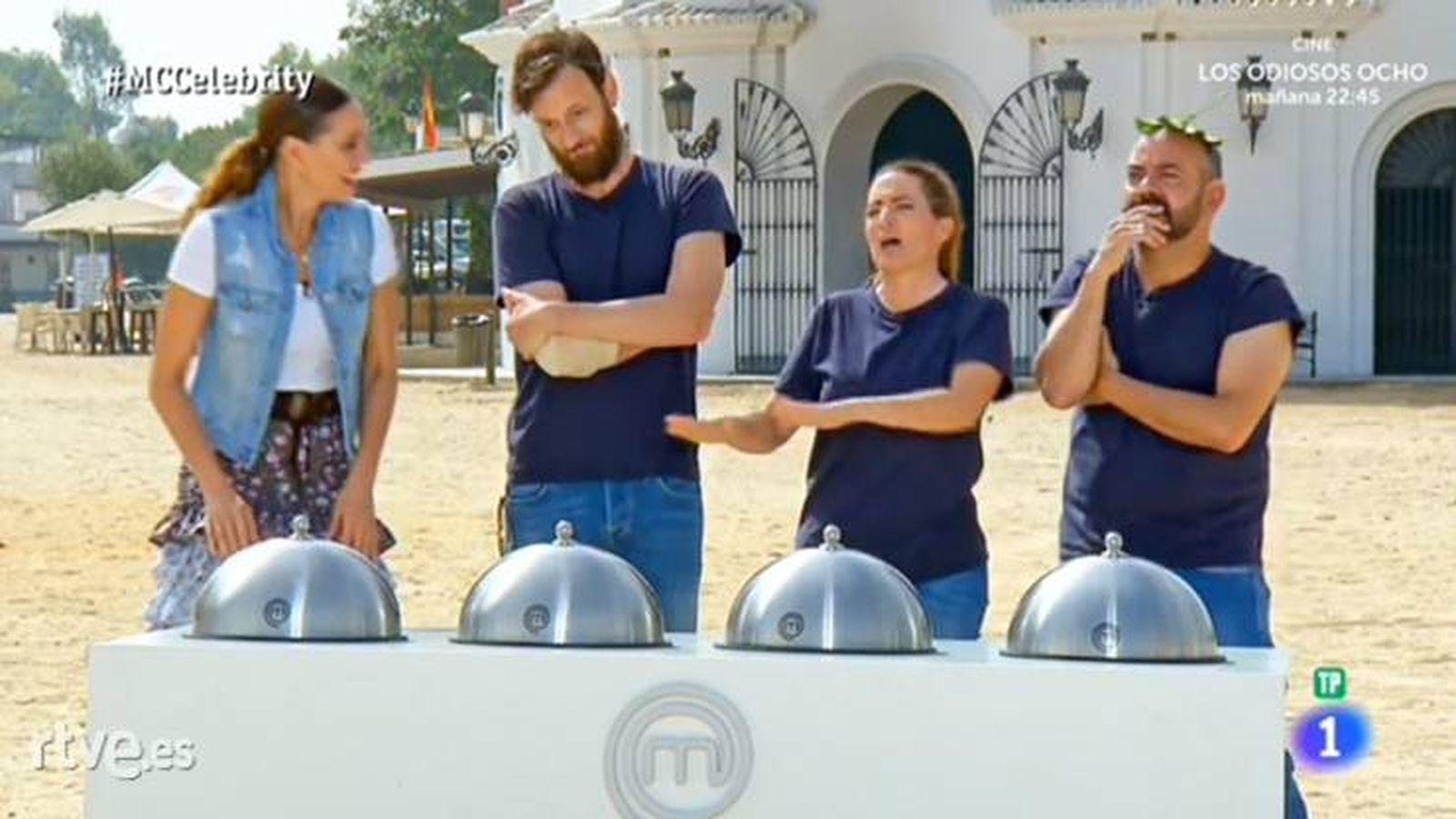 Foto: Edu Soto, Silvia Abril y José Corbacho imitando al jurado de 'MasterChef Celebrity'