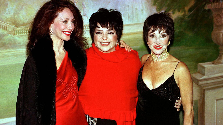 Marisa Berenson (izquierda), Liza Minnelli  y Chita Rivera. (Getty)