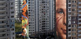Post de Un Yuri Gagarin de 60m. (y otros 'graffitis') para despertar una barrio gris de Rusia